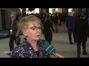 06cbf0c315405e phoenix-Moderator Marlon Amoyal spricht mit Gabi Zimmer  (Fraktionsvorsitzende Europäische Linke (GUE NGL)) über die aktuellsten  Entwicklungen im ...